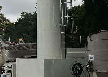 Tanque de combustível aéreo vertical
